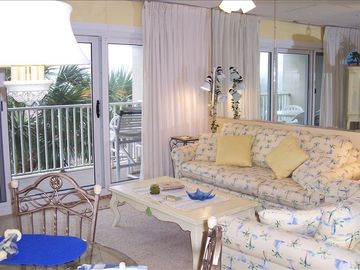 Comfy living rm decorated in relaxing beachy colors w/queen sofa sleeper