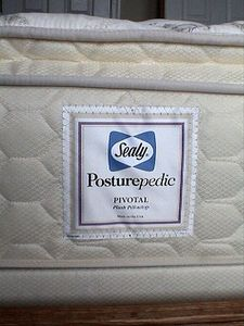 Sealy Posturepeidic mattresses in ALL Bedrooms (4 Bdrms & 4 Full Baths Total)