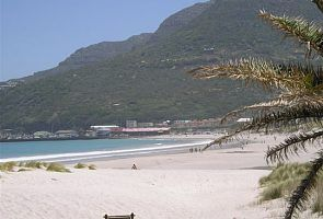 The long sandy beach of Hout Bay