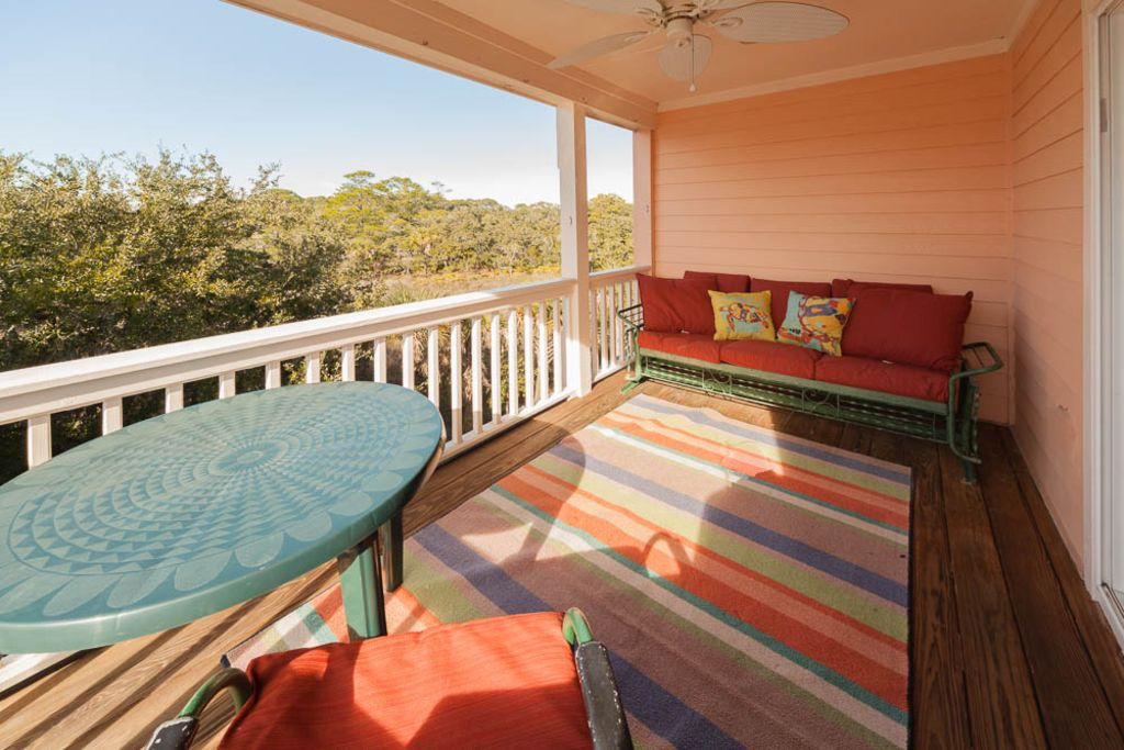 Deck of the upstairs bedroom that has the twin beds