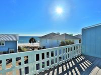 New Remodel 2BR, 2.5BA with Great Gulf View! Steps from the Beach! Bikesmynewfeedkayaks!