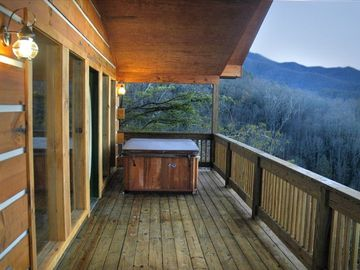 Wide front porch with hot tub ...and an incredible view