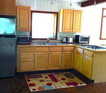 Hibiscus Kitchen Gas cooking, granite counter tops & stainless appliances