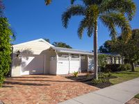 Beautiful beach town home with private pool in historic downtown Delray Beach!!!