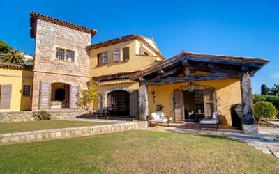 A beautiful stone bastide situated close to the Old Village of Mougins