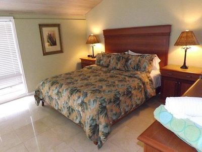 Kapalua villa rental - Custom bedding and furnishings.