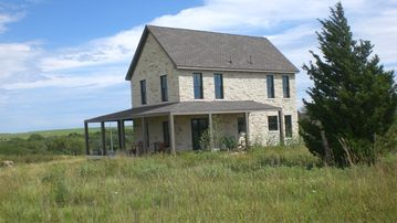 Bazaar house rental - True Prairie Home with porches on all four sides of the house