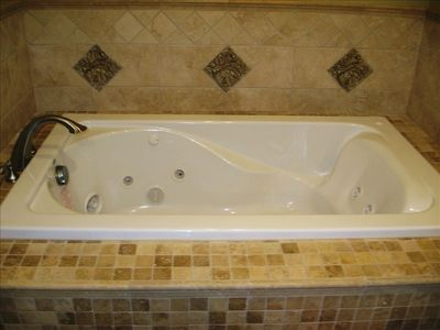 Built-in Jacuzzi Tub in Master Bathroom