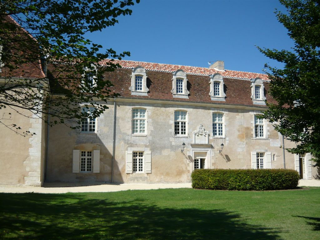 Chateau de fontenilles saint m ard de dr ne location for Piscine 3 chateaux