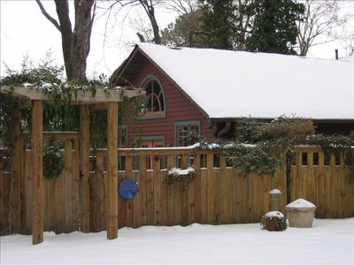 Nashville cottage rental - Cozy the year around, the cottage offers an ideal hideaway in an urban setting.