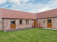 COOPER COTTAGE, pet friendly, with a garden in Stokesley, Ref 13983
