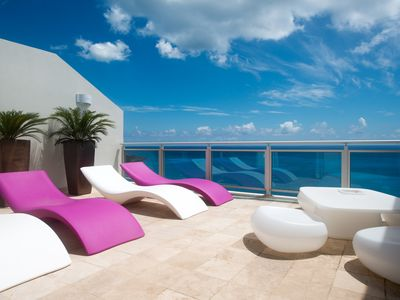 THE CLIFF PENTHOUSE - Private beach Access - Close to activities & nightlife