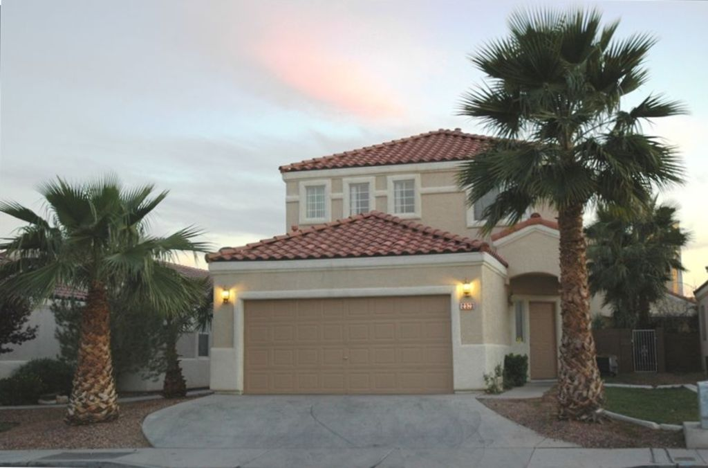 Best Deal Model Home Off The Strip Vrbo