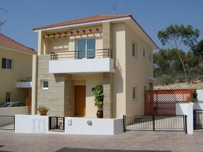 Spacious Villa Avrio, Private pool (not overlooked) Free Wi-Fi, BBQ, open views