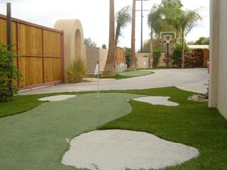 Palm Springs villa photo - Putting Greens and Basketball