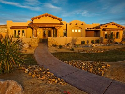 Spectacular Home Near Zion with Pool and Hot Tub