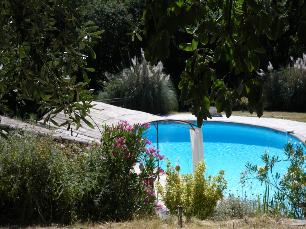 Air-conditioned accommodation, 300 square meters , La Gaude, France
