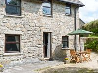GRANARY COTTAGE, romantic, with open fire in Falmouth, Ref 7106