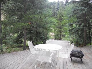 Enjoy meals on the deck with views of the water - Nederland lodge vacation rental photo