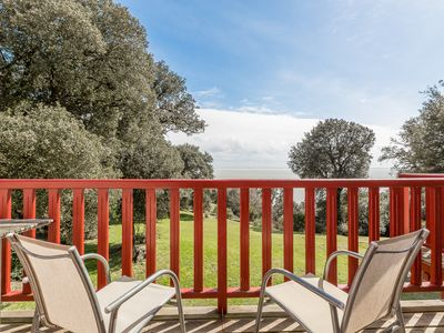 Rare bird's eye view apartment on the sea in a quiet wooded park and charm.