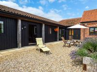 COURTYARD BARN 1, pet friendly in Coltishall, Ref 914263