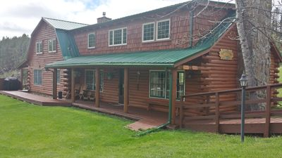 The Timber Ridge Lodge & Guest House is situated on 7+ acres (Sleeps 16-20)