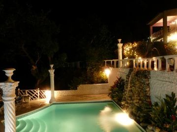 Nighttime ambiance, waterfalls, 4 spas, pool, moonlight seas, PARADISE