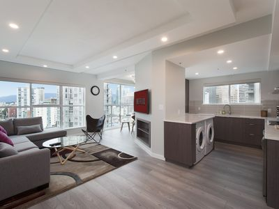 Spacious Luxury New Build In the very center of D'Town - Parking, Pool & Aircon