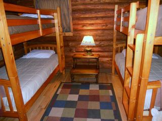 Beaver Lake cabin photo - Cabin bedroom w/ bunk beds