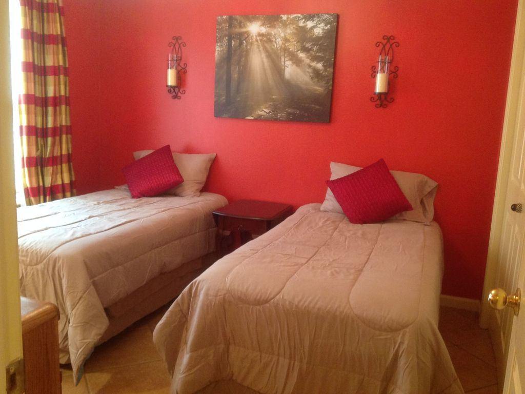 Party Bedroom Quaint 3 Bedroom 2 Bathroom Wooded Lakehouse With Party Dock