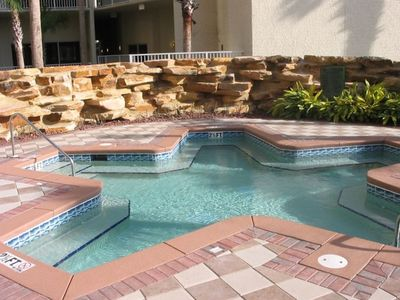 Large hot tub - seats 20