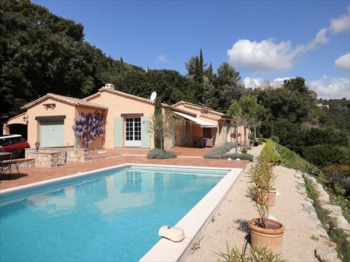 Accommodation near the beach, 125 square meters, with garden