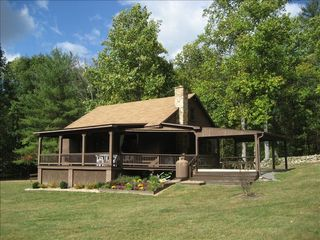 Fox den cabin secluded mountain getaway homeaway luray for Cabin rentals near luray va