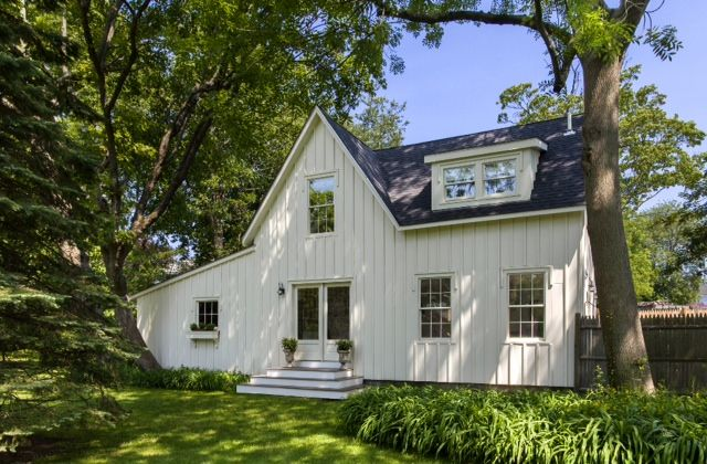 Award winning Carriage House on grounds of in-town Estate 1 block off Bellevue