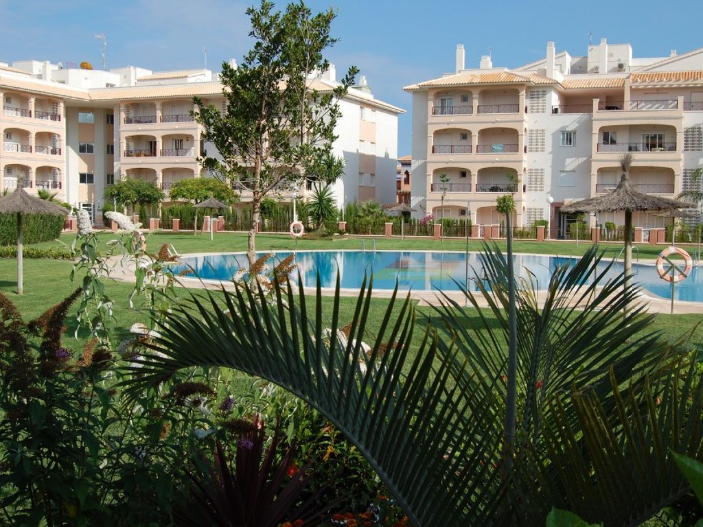 vistabella del maestrazgo senior singles Rent free of charge with iha self catering rental in vistabella del maestrazgo double rooms have a double bed and the family a double bed and two singles.