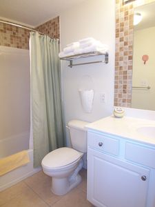 Lower Grand Lagoon condo rental - en suite master bath