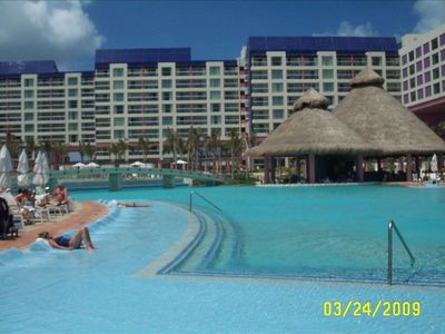 Cancun villa rental - Just a beautiful pool with a swim up bar.