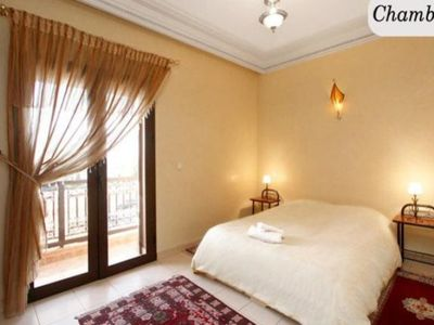 A NICE 2 BEDS - Two Bedroom Apartment, Sleeps 4