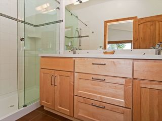 Tahoe City house photo - En-suite tiled baths
