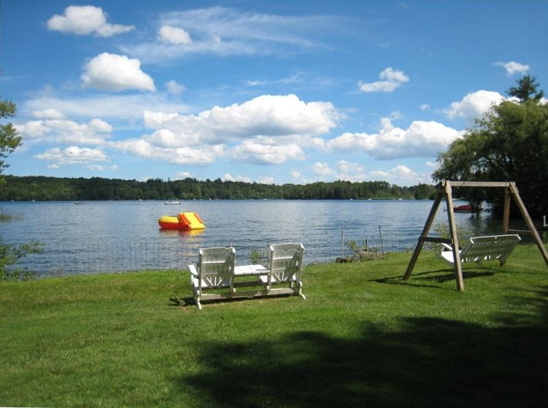 6 bedroom lakefront house on beautiful onota vrbo for Lake cabins for rent in massachusetts