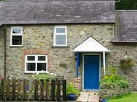 THE HOBBLE, pet friendly, with a garden in New Quay, Ref 919294