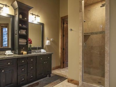 Master en suite with dual sinks and large soaker tub