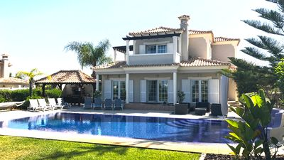 Private Gated Villa With Heated Pool. Games Room &  Play Area. Central Location