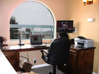 Pismo Beach condo photo - Loft/office area complete with a TV and all in one printer & free Wifi.