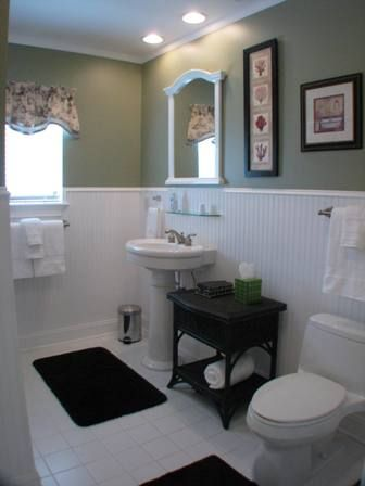 Bathroom for Guest Bedroom - main level, tub/shower -- also accessible from hall