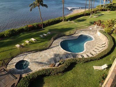 Oceanfront pool with hottub