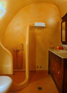 Main canava shower bath, for exclusive use by the second bedroom at ground level