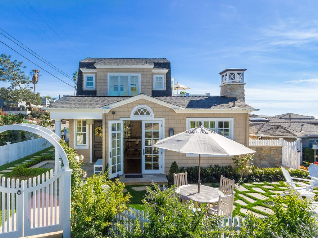 Cape cod luxury meets the del mar beach with vrbo for Cape cod luxury homes