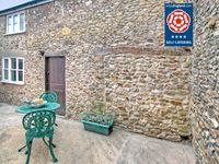 Quaint Devon Cottage for a couple with parking Pet friendly 10 minutes to sea