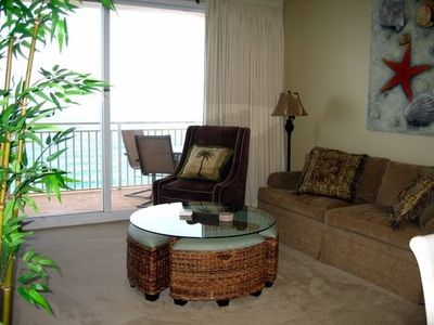 Great Room overlooking Gulf w/ Queen Sofa/Sleeper & pull-out benches